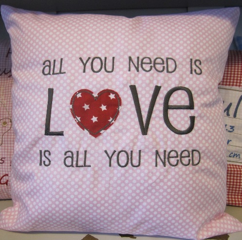 Stickdatei lieblingstante.com embroidery design all you need is love
