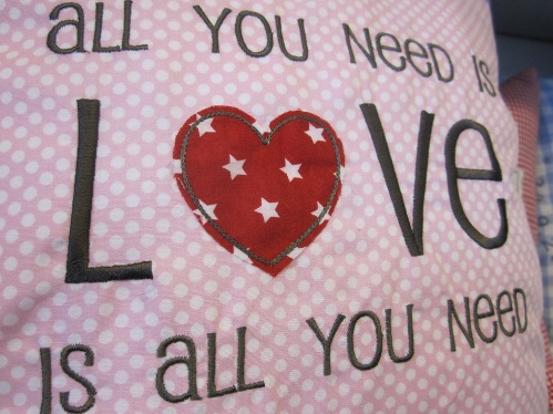 """Stickdatei """"All You need is LOVE"""""""